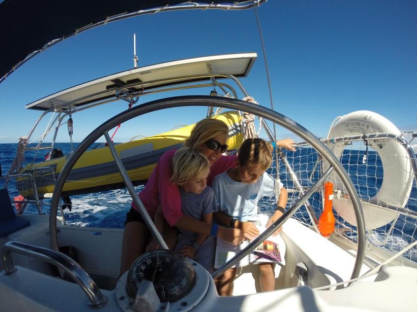L'équipage s'informe des formalités d'arrivée sur la Guadeloupe